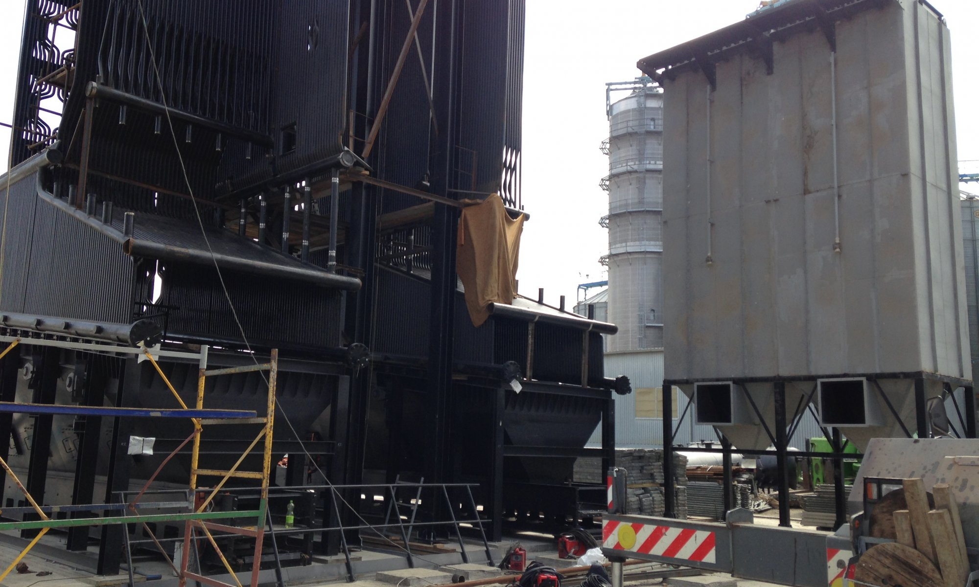 Steam boiler plant 28 MWt on straw bales
